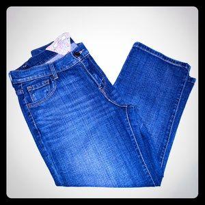 Womens Levi's jeans. Size 6. Capris. Cropped.